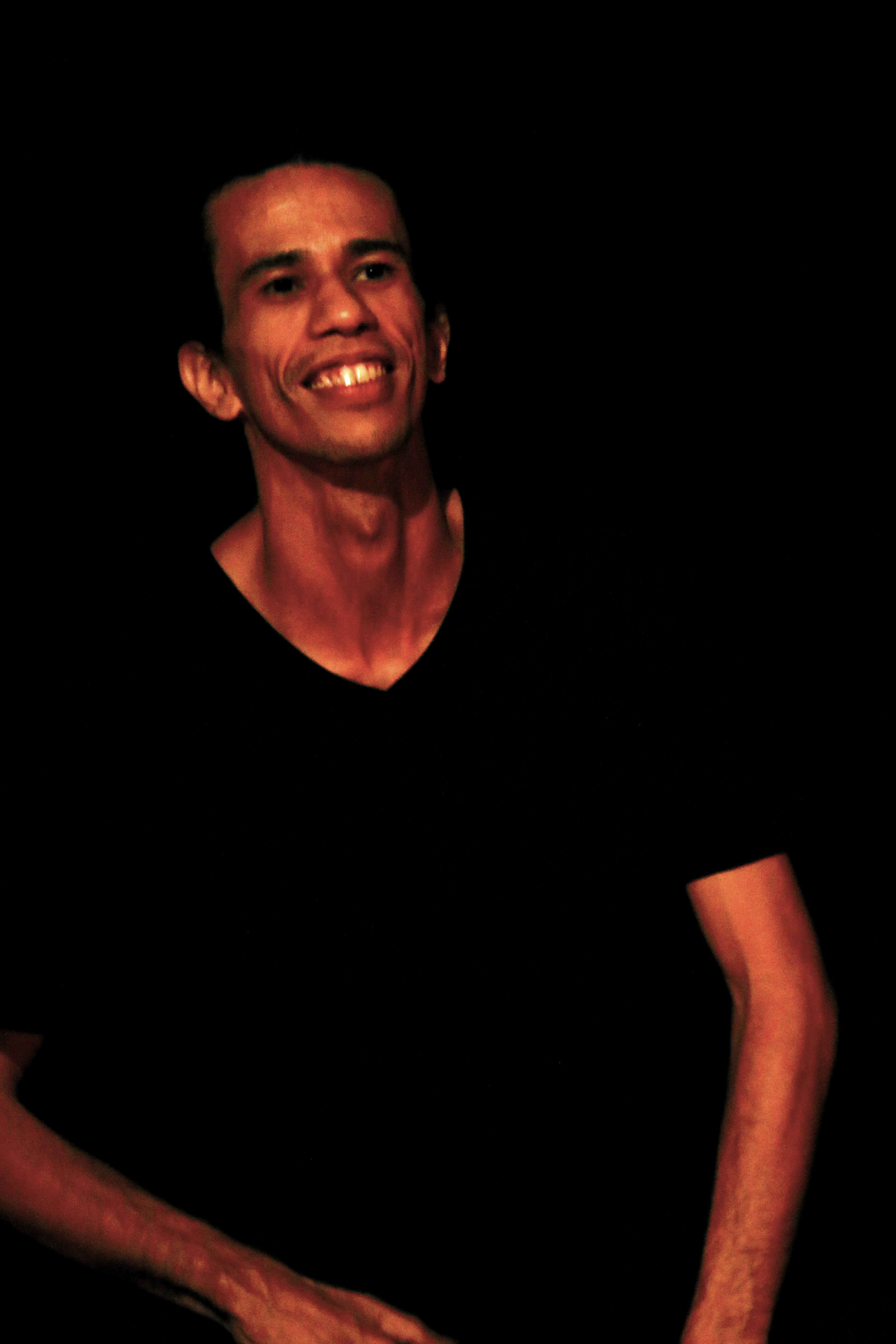 """André Marcos - Atua como ator-pesquisador. No Ponto de Cultura """"Palavras Visíveis"""" atua como facilitador da """"Linguagem da máscara teatral""""."""