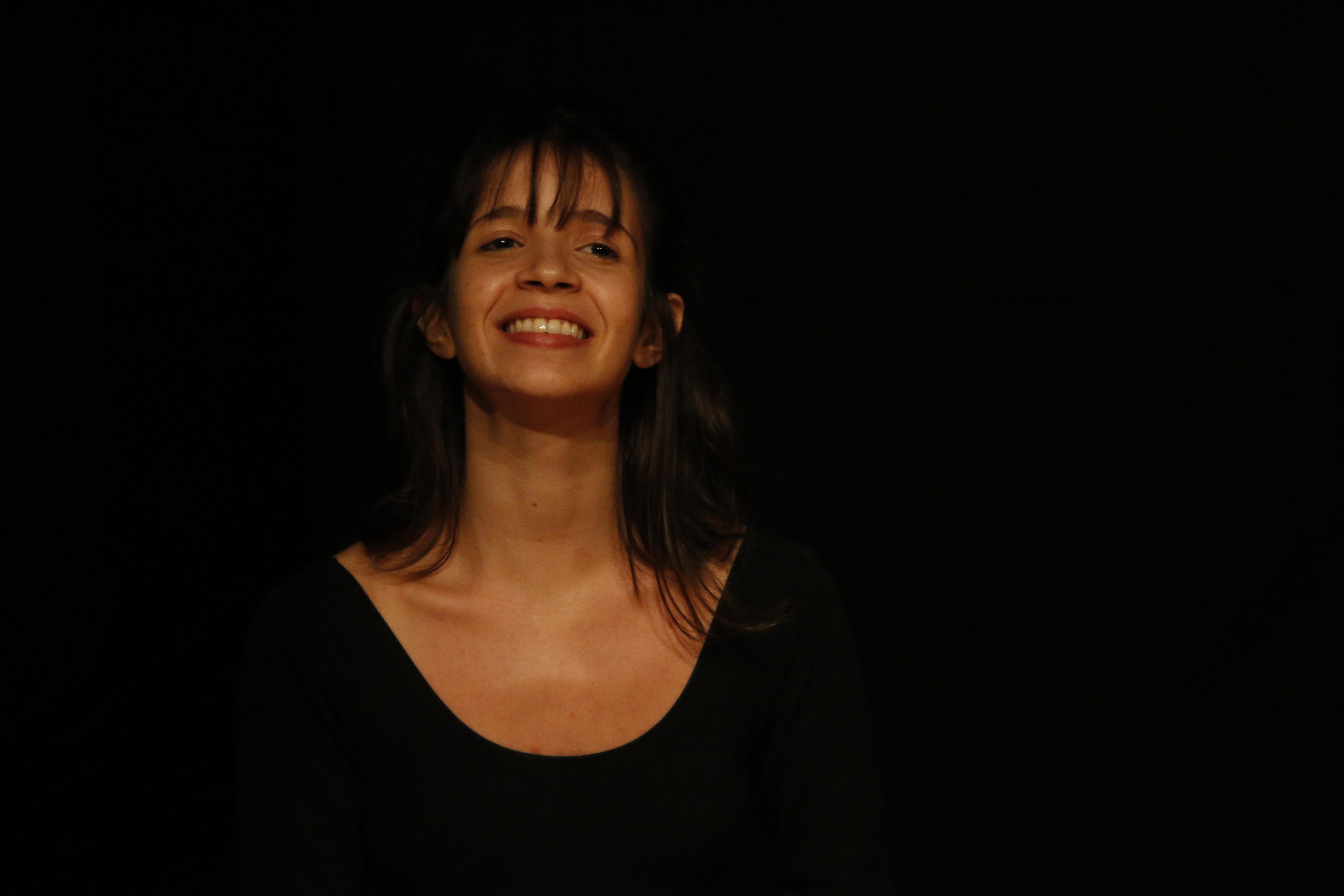 """Deisi Margarida - Atua como atriz-pesquisadora e facilitadora no Ponto de Cultura """"Palavras Visíveis"""" nas disciplinas teórico-práticas de """"História da arte"""" e """"História do Teatro""""."""