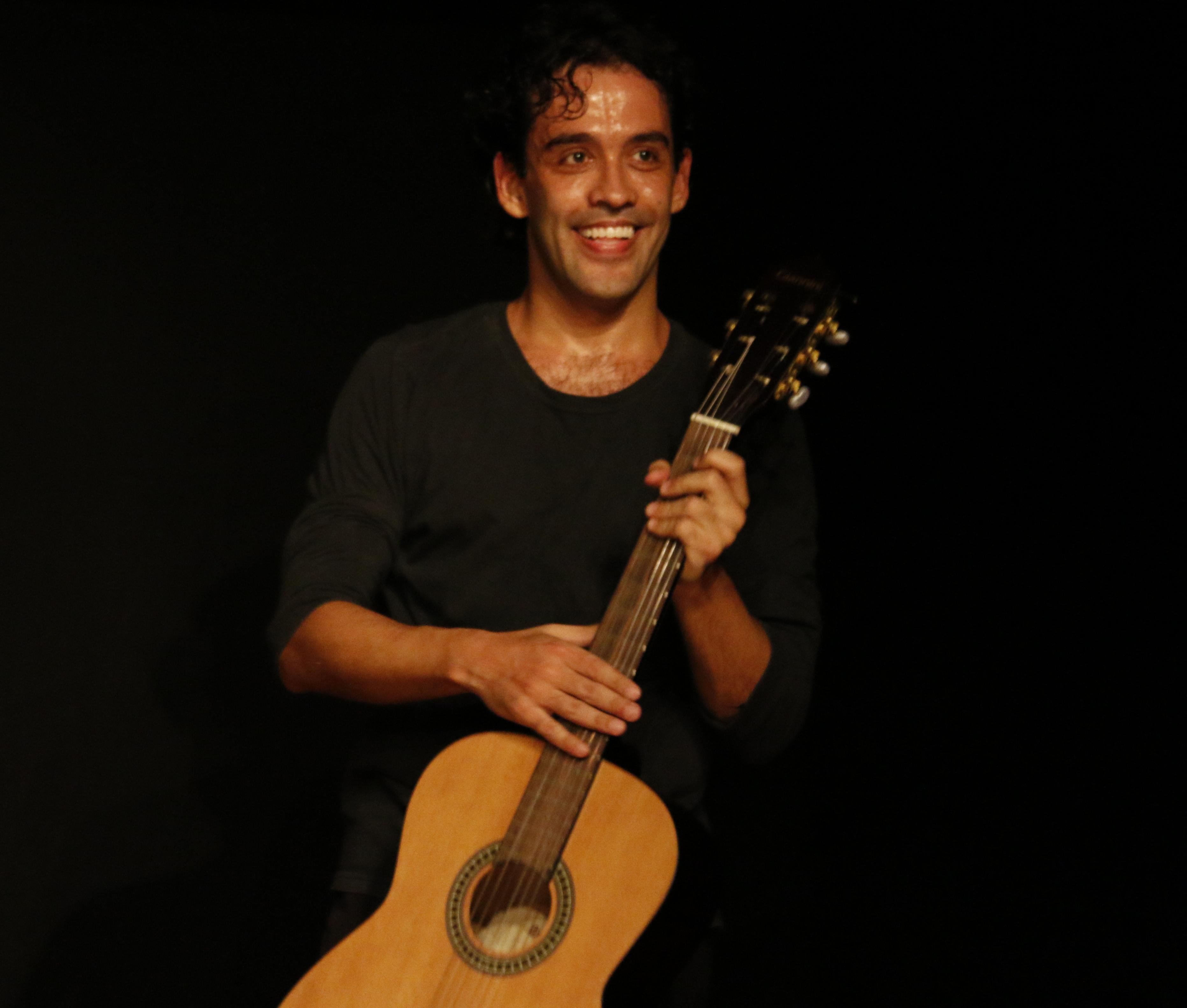 Marcelo De Paula - Atua como ator-pesquisador.