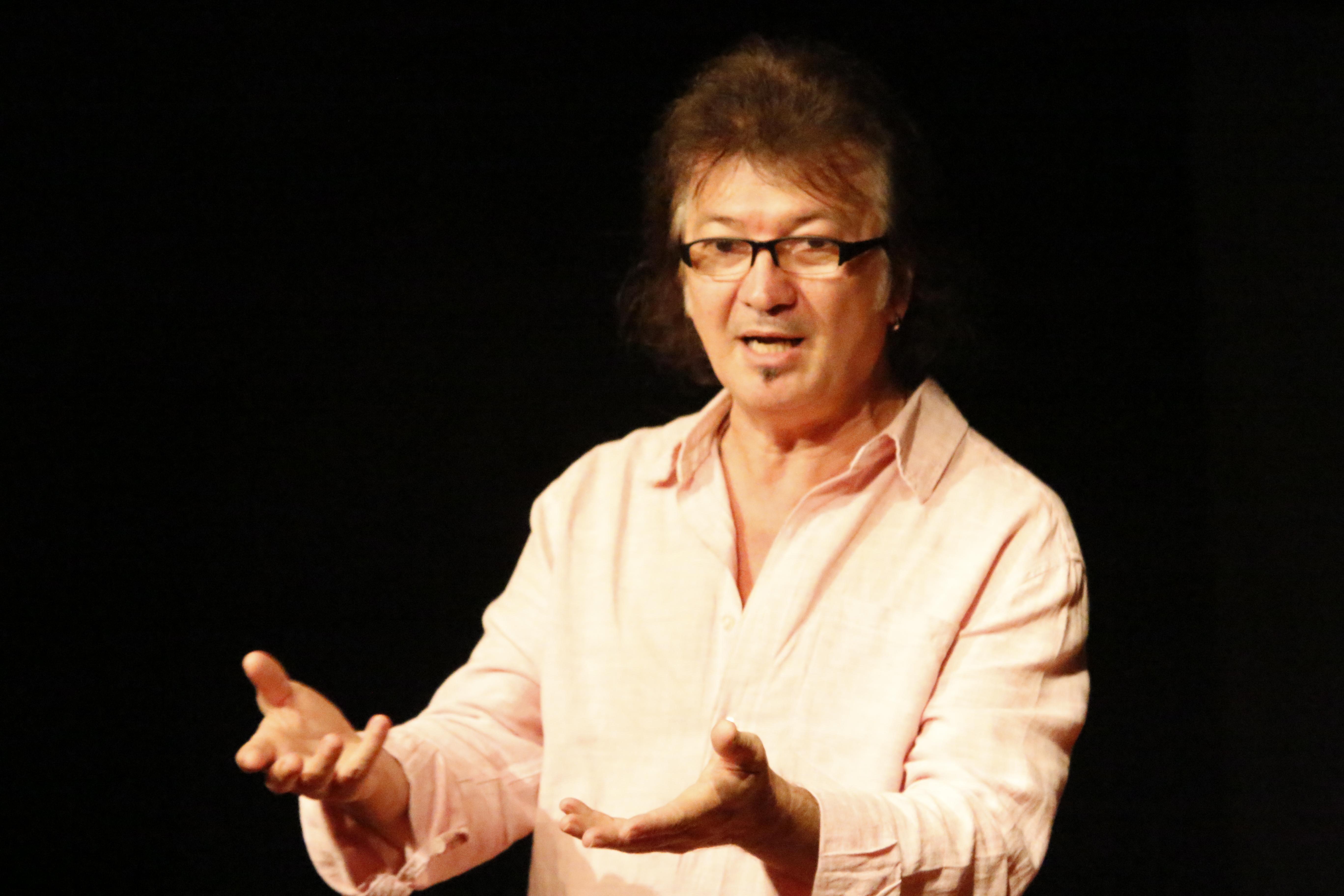 Venício Fonseca - Fundador do Grupo Moitará. Atua como diretor-pesquisador, roteirista, encenador, ator e mascareiro.